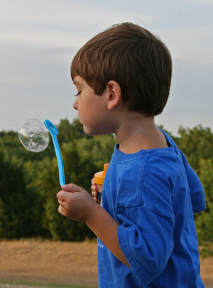 Blowing_bubbles_crop_4